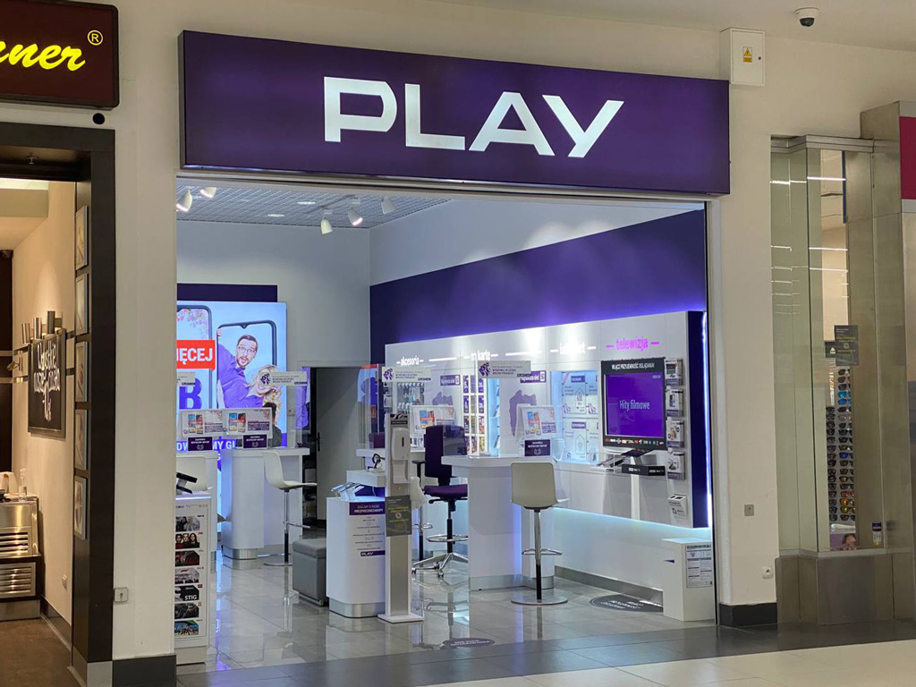 Салон мобильного оператора Play в Польше