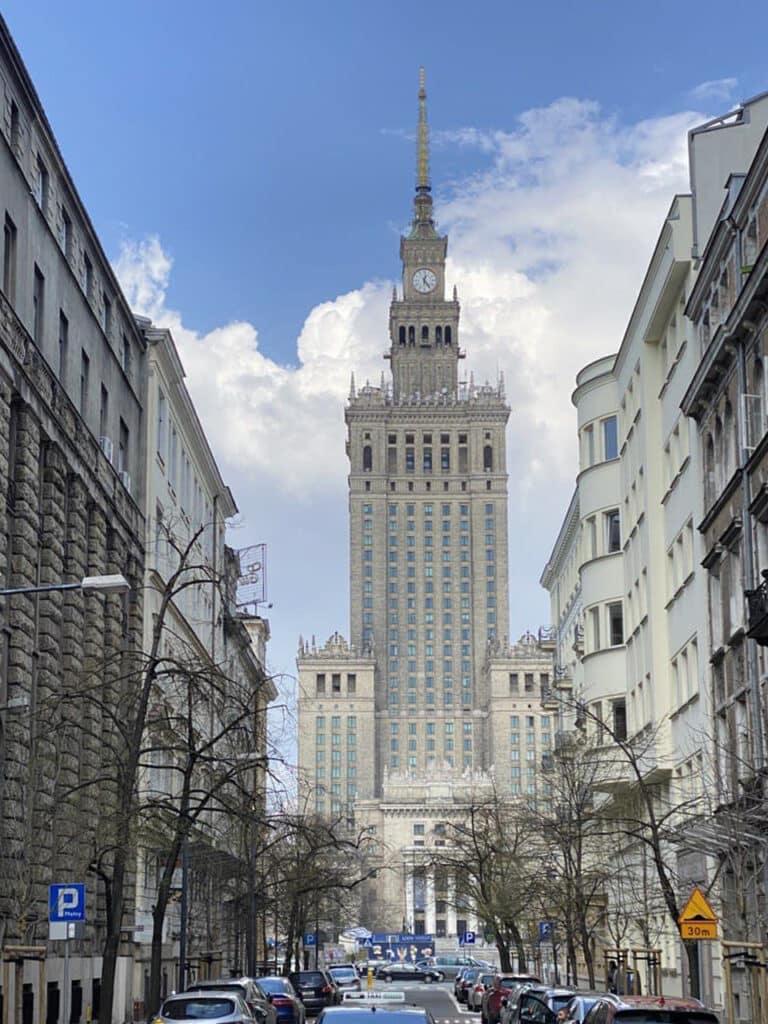 Дворец Культуры и науки в Варшаве: история появления и культурные особенности
